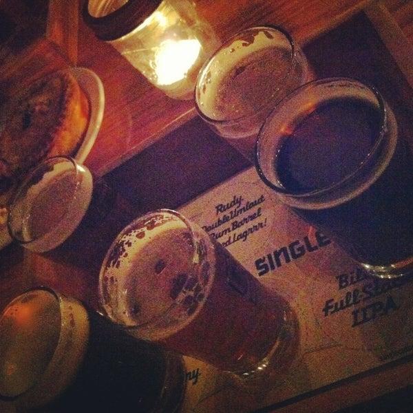 Foto tirada no(a) SingleCut Beersmiths por Elizabeth F. em 3/2/2013