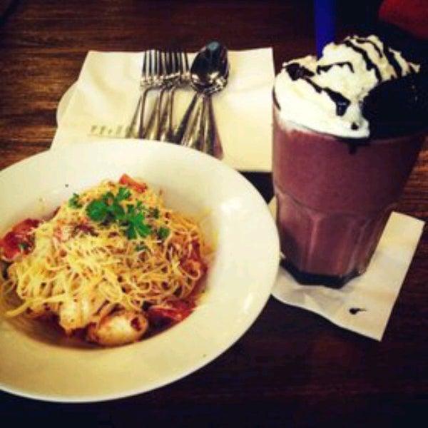 Das Foto wurde bei The People's Cafe von aurelya s. am 3/22/2013 aufgenommen
