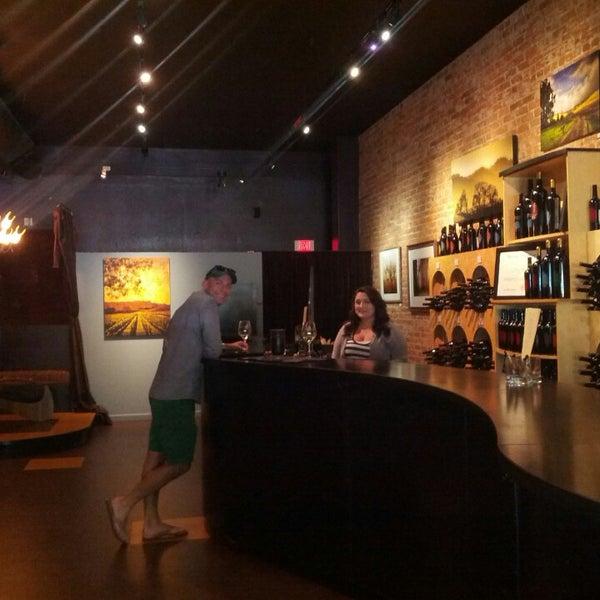 6/21/2013 tarihinde Mike D.ziyaretçi tarafından Thumbprint Cellars Tasting Room & Art Gallery'de çekilen fotoğraf