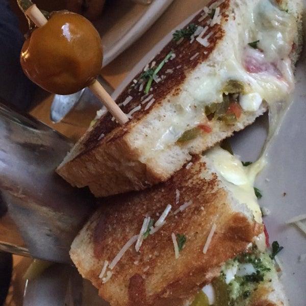 Foto tirada no(a) Hammontree's Grilled Cheese por Sarah K. em 5/13/2015