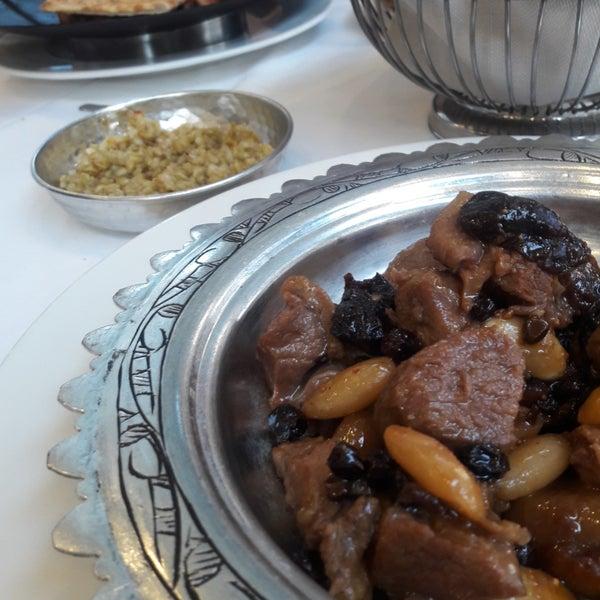 Das Foto wurde bei Seraf Restaurant von Ayşe K. am 9/3/2019 aufgenommen