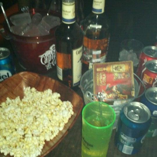 Foto diambil di College Bar oleh ALfredo R. pada 3/31/2012
