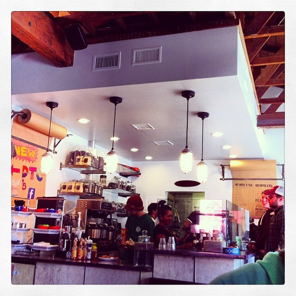 Foto tirada no(a) Dogtown Coffee por Jessica D. em 1/26/2013
