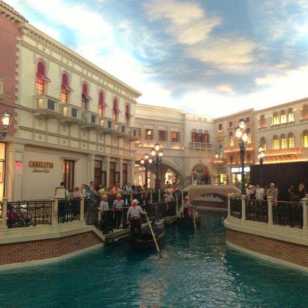 Foto tirada no(a) Venetian Resort & Casino por Dashulka em 7/18/2013