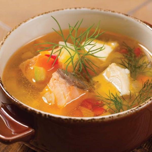 Обед — это дело серьёзное, подходить к нему следует основательно. Советуем ароматным супом из форели и масляной рыбы, например, подкрепиться!
