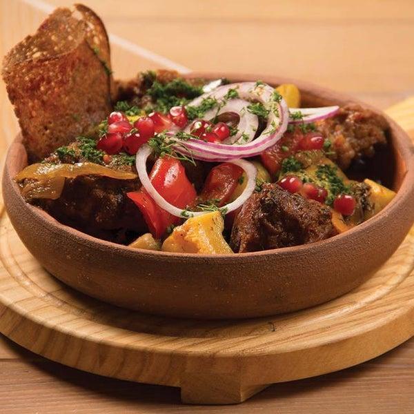 Чашушули с хвостиком! Говяжий хвост томится с овощами, кинзой, базиликом и специями, после чего с пылу, с жару подаётся на стол дорогому гостю!