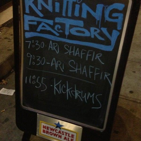 12/29/2012 tarihinde Marc H.ziyaretçi tarafından Knitting Factory'de çekilen fotoğraf