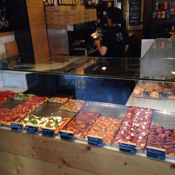 Pizza al taglio super autentica al estilo Roma, ingredientes de primera, Servicio rápido. ¿Pizza en Sarria? Aquí sin duda.