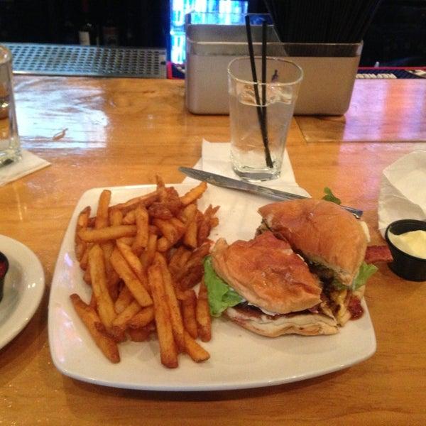 Photo prise au Citizen Bar Chicago par Kellen B. le1/13/2013