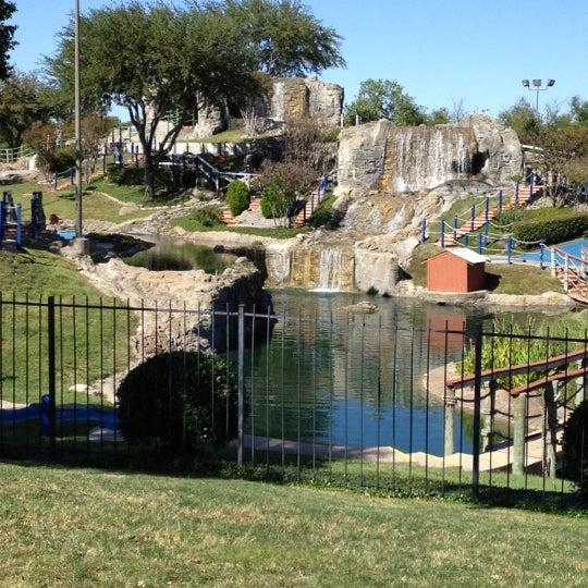 Foto diambil di Topgolf oleh Casey C. pada 10/18/2012