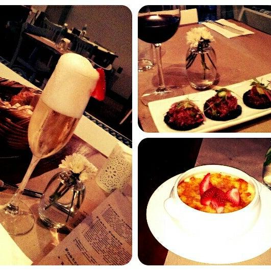 Pidan los panuchos de pato, la crème brûlée y uno de esos coctelitos con vino espumoso y frutas. Santé!