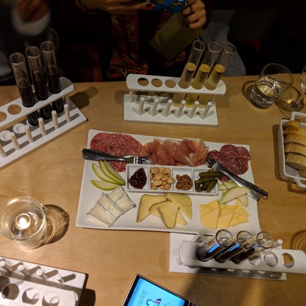 Foto diambil di Wine Lab oleh Negar G. pada 12/14/2018