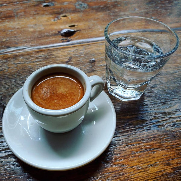 Foto tirada no(a) Bow Truss Coffee por Ronak M. em 11/6/2015