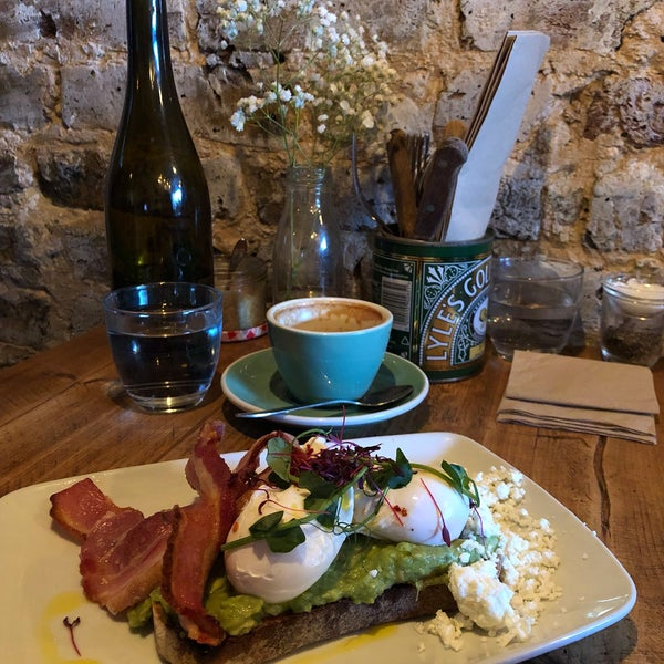 Love it! Very good coffee and one of the best brunches I've had in London. Try the avocado toast (with bacon instead of chorizo!) and their pimped version of banana bread!