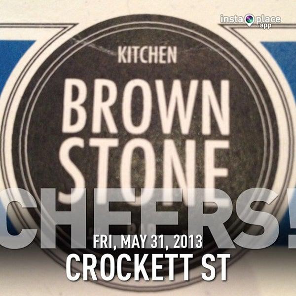 รูปภาพถ่ายที่ Brownstone Kitchen & Bar โดย Danny W. เมื่อ 5/31/2013