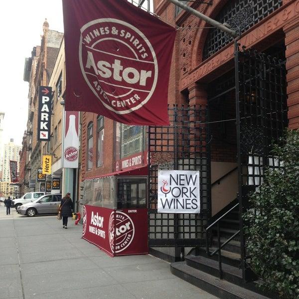 Foto tirada no(a) Astor Wines & Spirits por Andrew Vino50 Wines em 3/18/2013