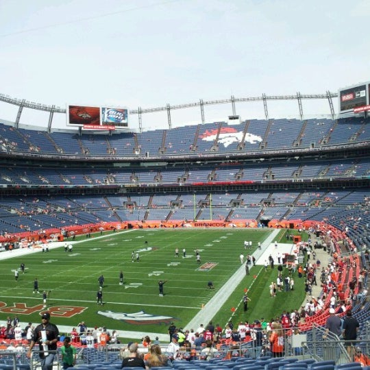 Foto diambil di Broncos Stadium at Mile High oleh Jimmy L. pada 9/23/2012