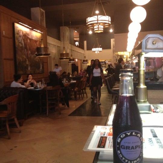 Das Foto wurde bei LT Bar & Grill von Nancerella am 10/3/2012 aufgenommen