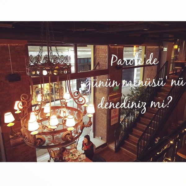 Parole'de hafta içi her gün 12.00-14.00 arasında şefin özel olarak hazırladığı menüler servis edilir. Günün Çorbası,Günün Yemeği,Tatlı yada Salatadan oluşan günlük menüler 17.50 tl'dir. Afiyet olsun!