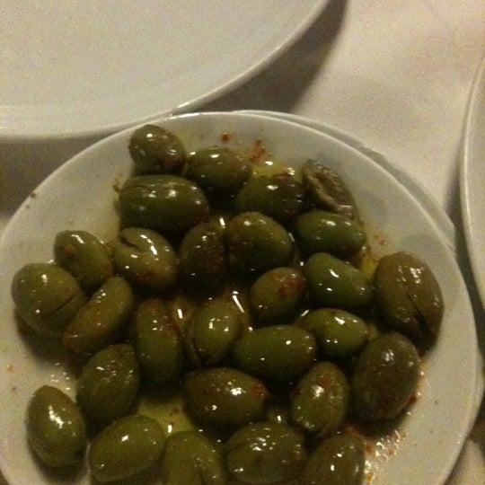 Foto scattata a Neighbours Restaurant da Ozgur K. il 11/17/2012