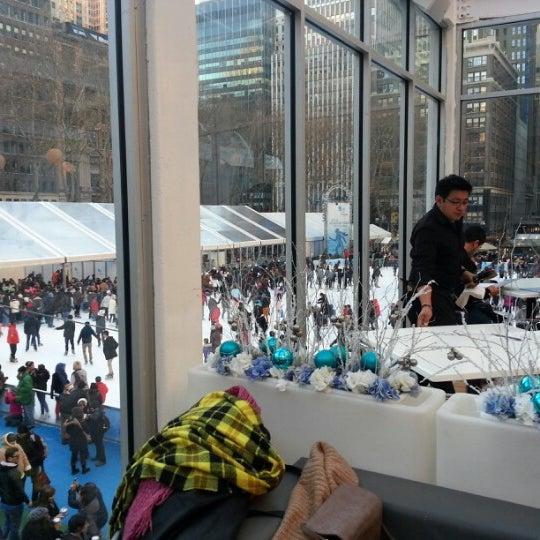 Foto tomada en Celsius at Bryant Park por J T. el 12/30/2012