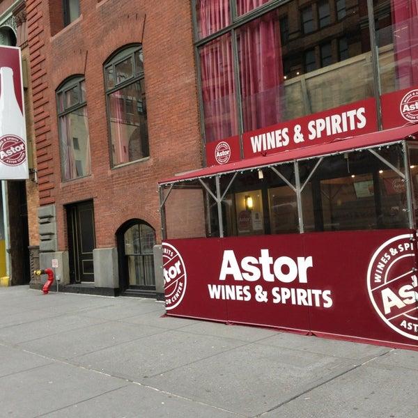 Foto tirada no(a) Astor Wines & Spirits por Diego G. em 1/11/2013