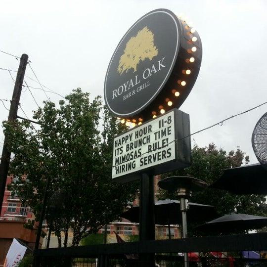 Das Foto wurde bei Royal Oak Bar and Grill von ACMII♒ am 11/3/2012 aufgenommen