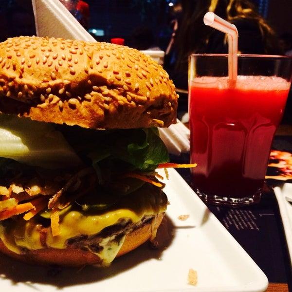 รูปภาพถ่ายที่ Paulista Burger โดย Ana Elisa S. เมื่อ 7/18/2014