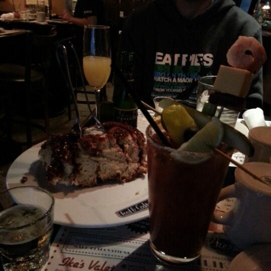 10/13/2012에 Charlie G.님이 Ike's Food & Cocktails에서 찍은 사진