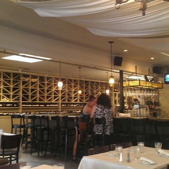 Foto scattata a Los Olivos Wine Merchant Cafe da Jason B. il 5/28/2013