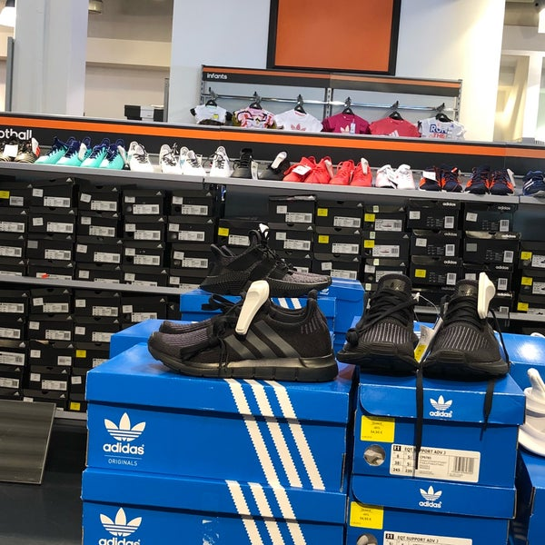 taille 40 1566e 14a9c adidas Outlet Store - Parndorf, Burgenland