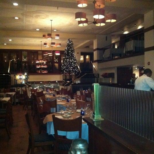 Das Foto wurde bei Beacon Restaurant & Bar von Anna R. am 11/23/2012 aufgenommen