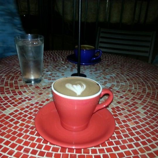 1/12/2013にharry r.がFrogg Coffee Bar and Creperieで撮った写真