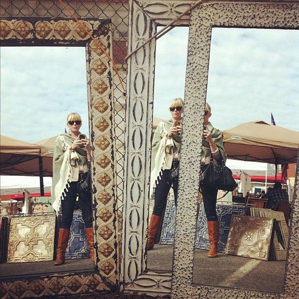 Photo prise au The Flea Market at Eastern Market par Melissa S. le10/20/2012