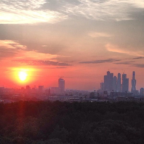 Снимок сделан в Strawberry Haze (18+) пользователем Ruslan B. 6/7/2014