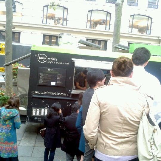 10/26/2012 tarihinde Deep K.ziyaretçi tarafından Taïm Mobile Falafel & Smoothie Truck'de çekilen fotoğraf