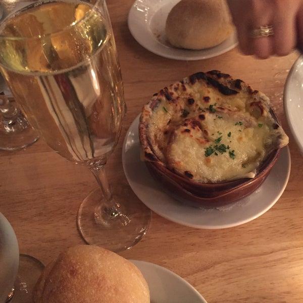 Снимок сделан в Le Midi Bar & Restaurant пользователем april p. 2/2/2016