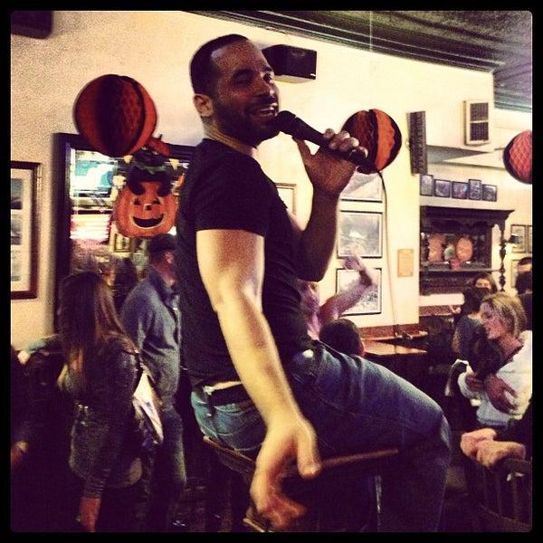 10/21/2012 tarihinde Niall C.ziyaretçi tarafından Four Farthings Tavern & Grill'de çekilen fotoğraf