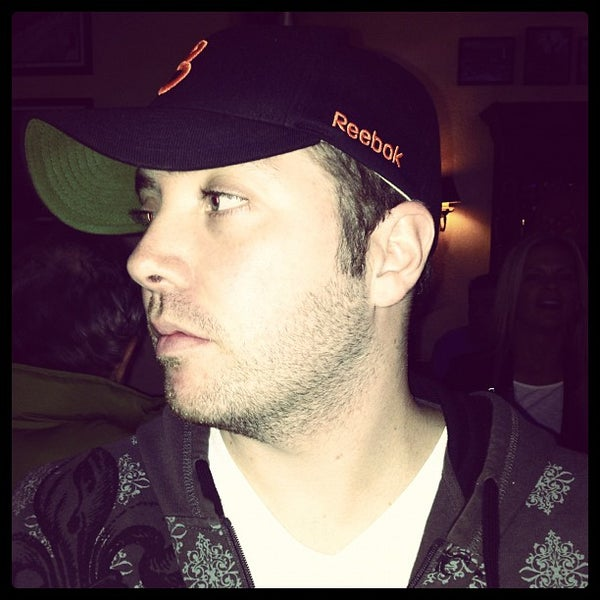 Foto tirada no(a) Four Farthings Tavern & Grill por Niall C. em 10/19/2012