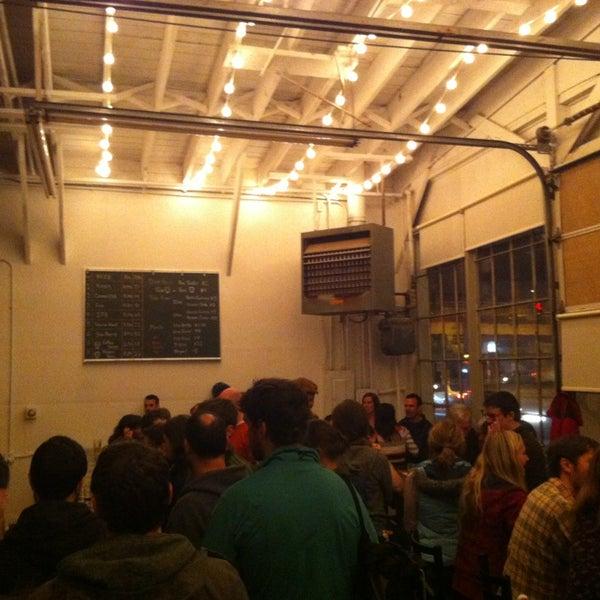รูปภาพถ่ายที่ Peddler Brewing Company โดย Joel C. เมื่อ 3/10/2013