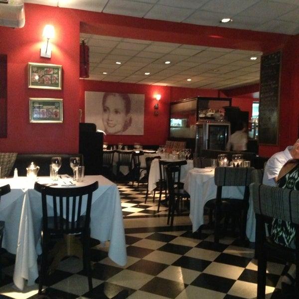 Foto scattata a Museo Evita Restaurant & Bar da Juan Martin D. il 2/12/2013