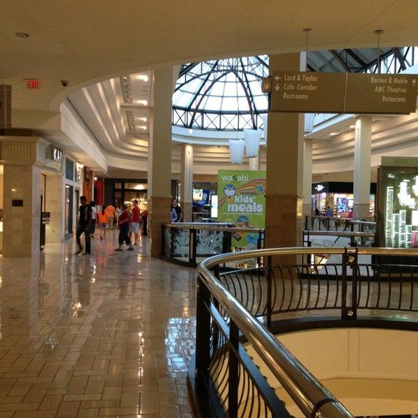 6/6/2013 tarihinde Dj G.ziyaretçi tarafından Tysons Corner Center'de çekilen fotoğraf