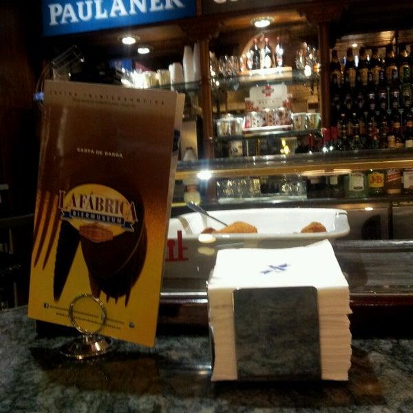 รูปภาพถ่ายที่ La Fabrica Museo de La Cerveza โดย Monica D. เมื่อ 5/16/2013