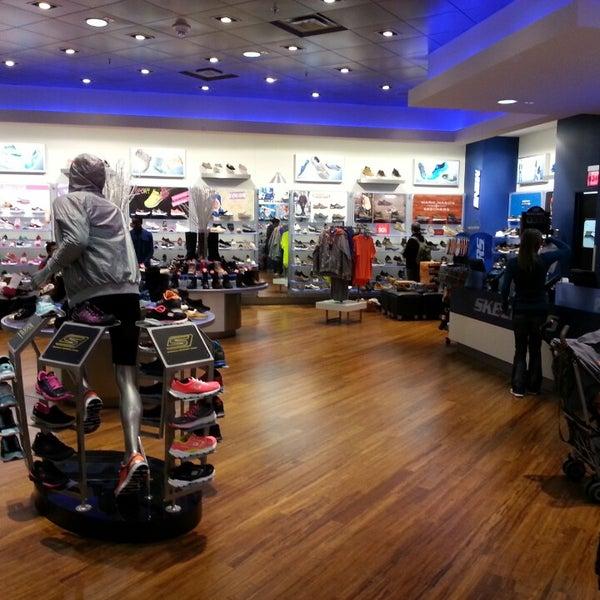 SKECHERS Retail Zapatería en Bloomington