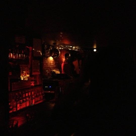 Das Foto wurde bei Nowhere Bar von Lori K. h. am 10/11/2012 aufgenommen