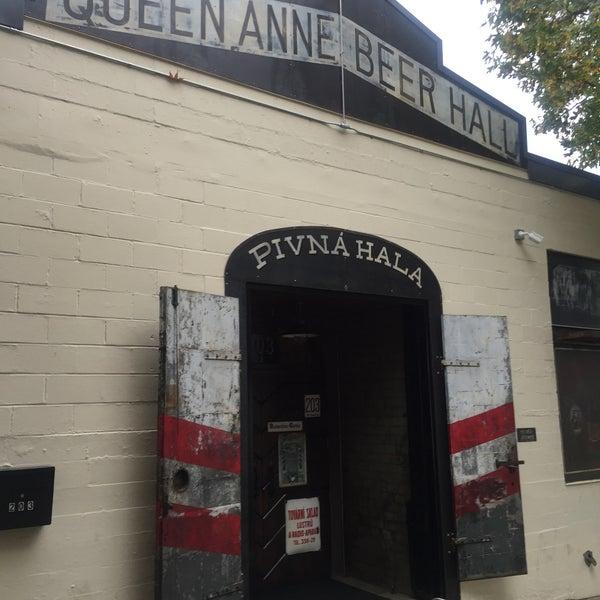 10/31/2015에 Peter A.님이 Queen Anne Beerhall에서 찍은 사진