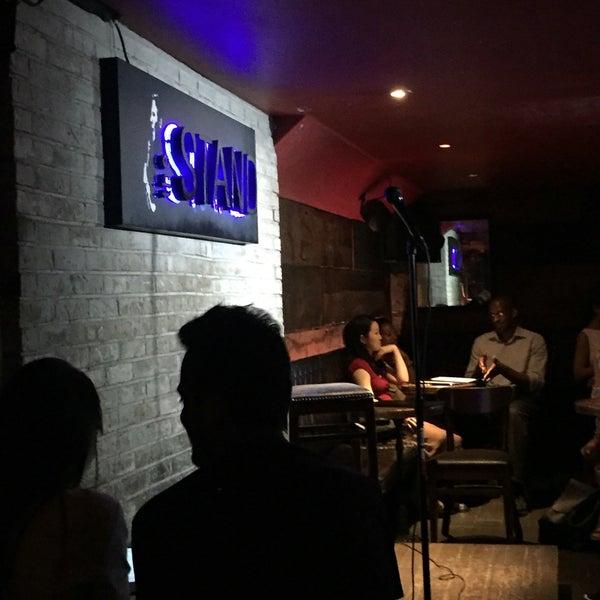 รูปภาพถ่ายที่ The Stand Restaurant & Comedy Club โดย Michael C. เมื่อ 5/26/2018