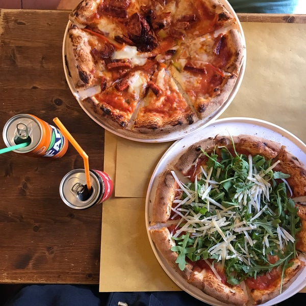 Photo taken at I' Pizzacchiere by Minette Y. on 6/2/2017