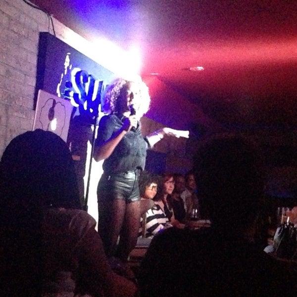 รูปภาพถ่ายที่ The Stand Restaurant & Comedy Club โดย Elizabeth I. เมื่อ 8/7/2013