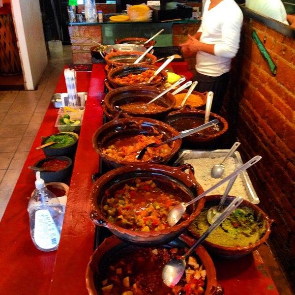 รูปภาพถ่ายที่ Tacos Gus โดย Mighty T. เมื่อ 6/27/2015